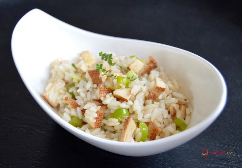 Rýže na cibulce s uzeným tofu