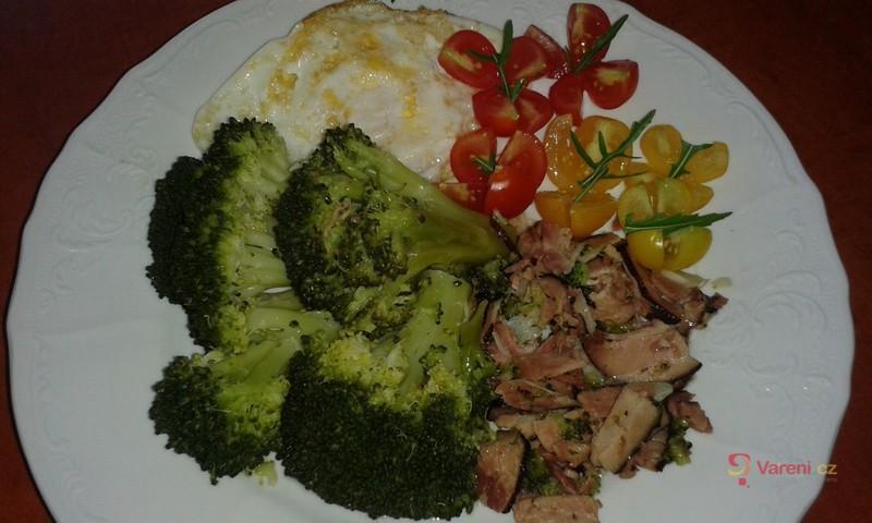 Dušená brokolice se slaninou