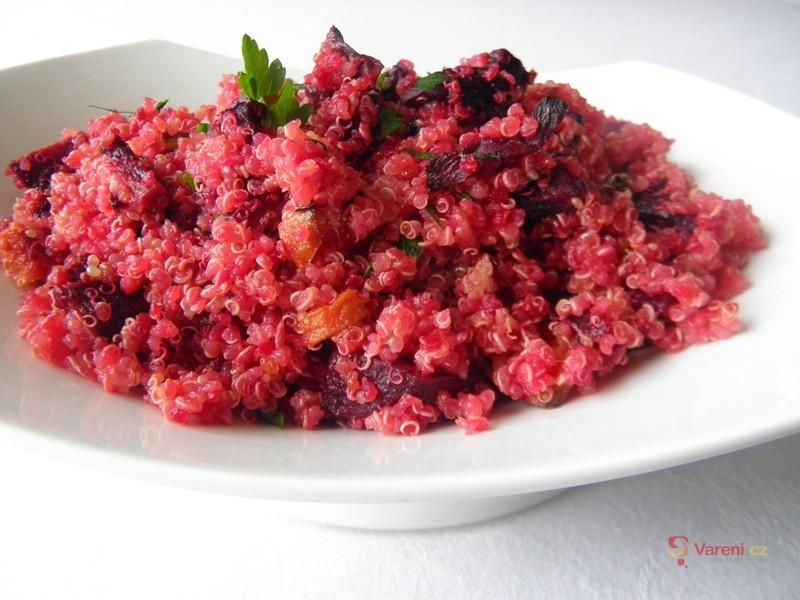 Salát z quinoi s červenou řepou