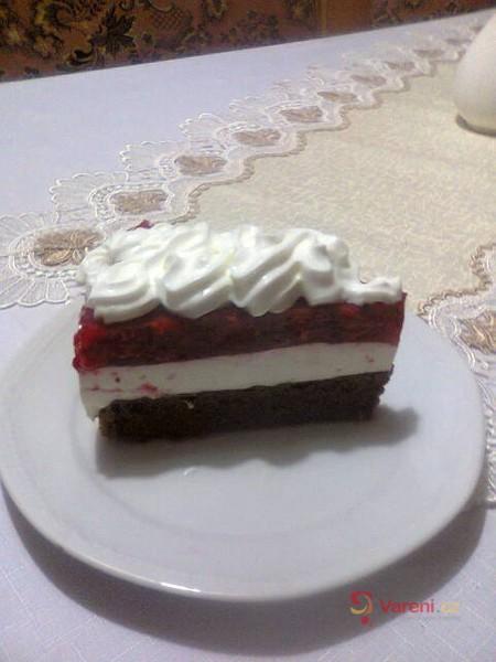 Svěží jahodový dort s tvarohovým krémem