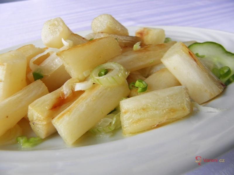 Černý kořen na másle