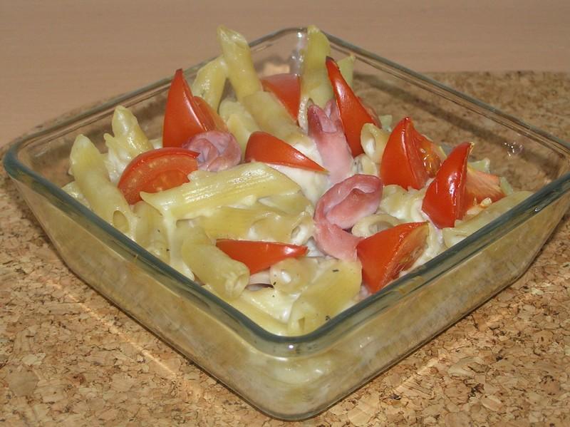 Zapečené těstoviny v bešamelu s rajčaty