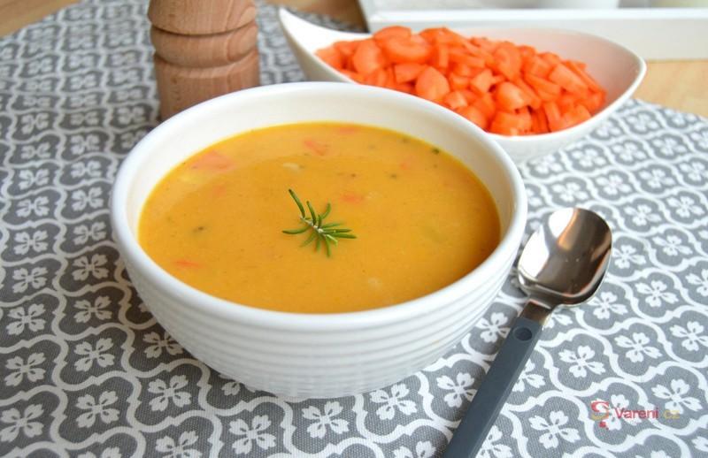 Krémová mrkvová polévka s koriandrem