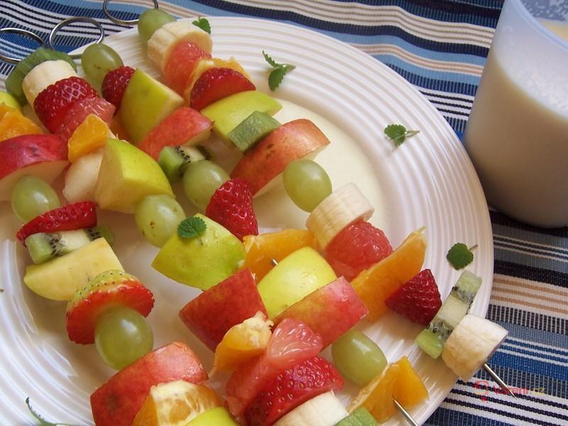 Ovocné špízy s vanilkovou omáčkou