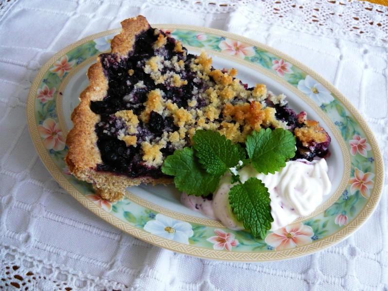 Celozrnný borůvkový koláč s drobenkou