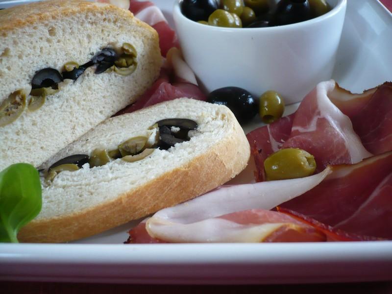 Domácí ciabatta s olivami
