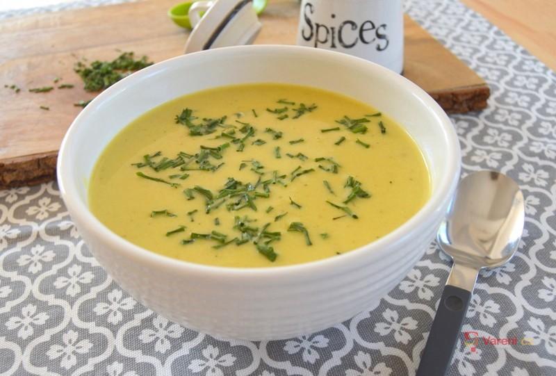Krémová cizrnová polévka s kari