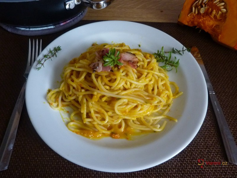 Špagety s dýňovou omáčkou