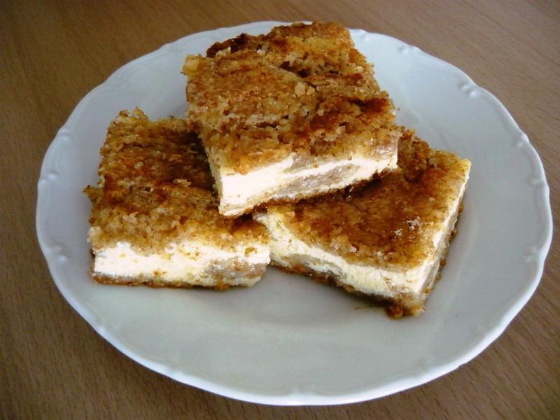 Hrnkový sypaný tvarohový koláč