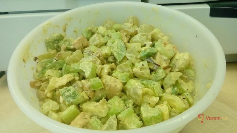 Salát s řapíkatým celerem