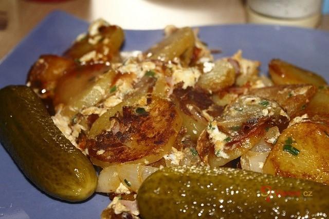 Opékané brambory se šlehačkou