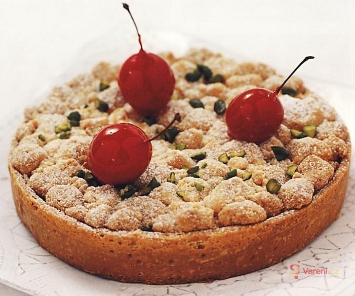 Křupavý koláč s pistáciemi a třešněmi