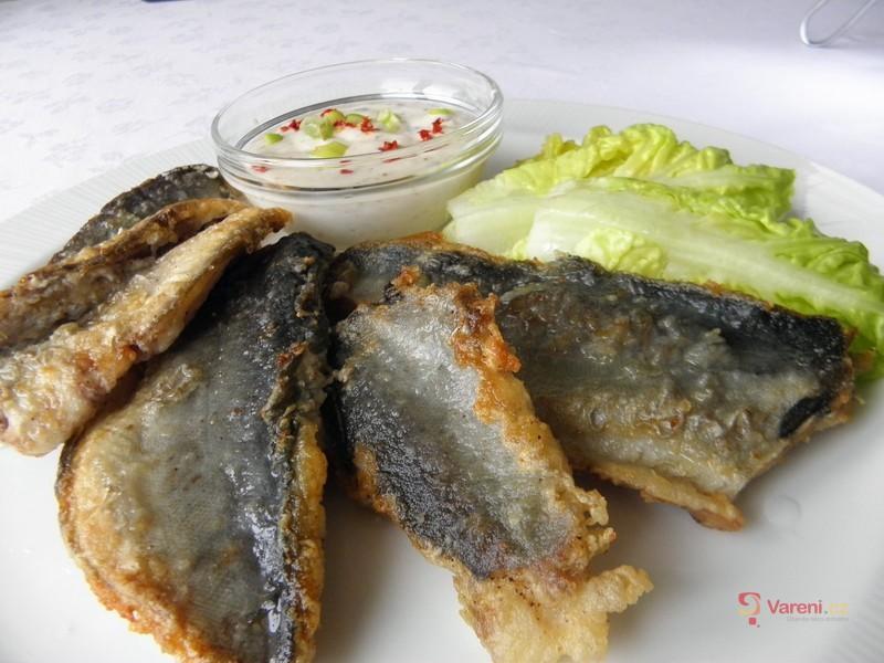 Pečené filety z tresky s pikantní omáčkou