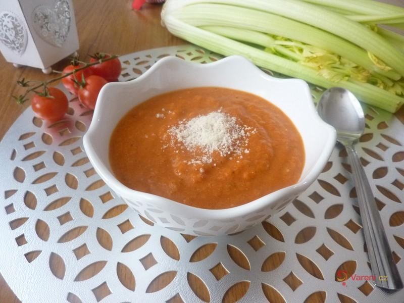 Rajská polévka s italským sýrem