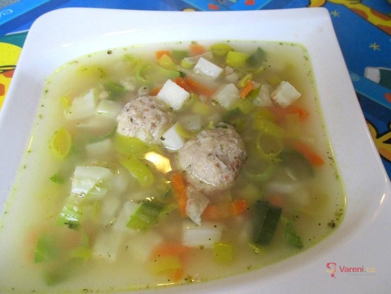 Vegan polévka s kvasnicovými knedlíčky