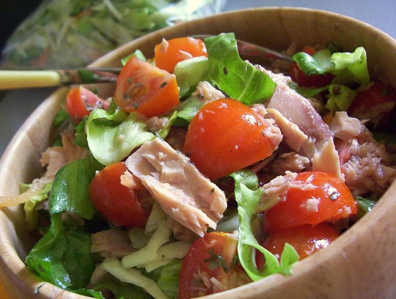Lehký salát s tuňákem