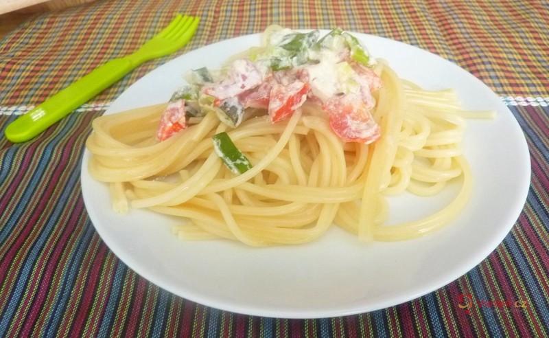 Špagety s jarní cibulkou pro děti