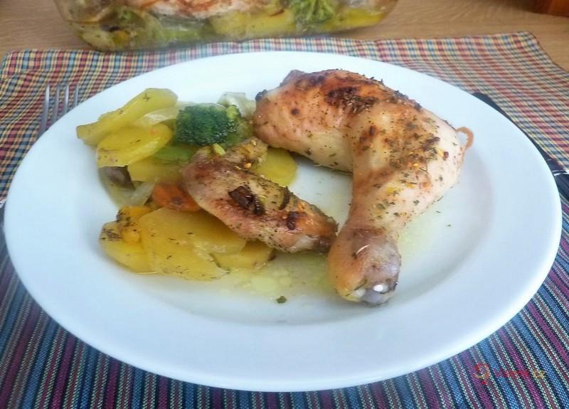 Kuře pečené s brambory na zelenině
