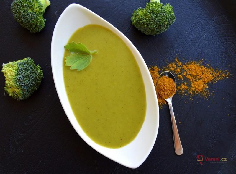 Brokolicová polévka s kari