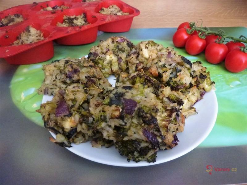 Rýžové placičky s brokolicí a pestem