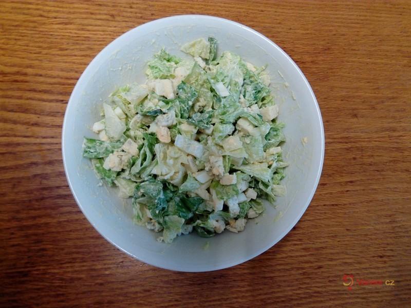 Zeleninový salát s nivou a vejcem