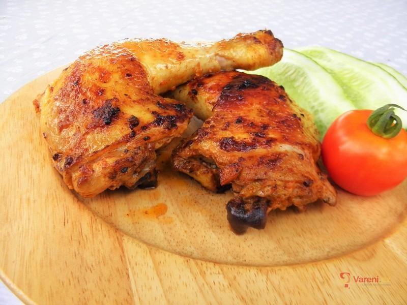 Marinovaná kuřecí stehna na grilu