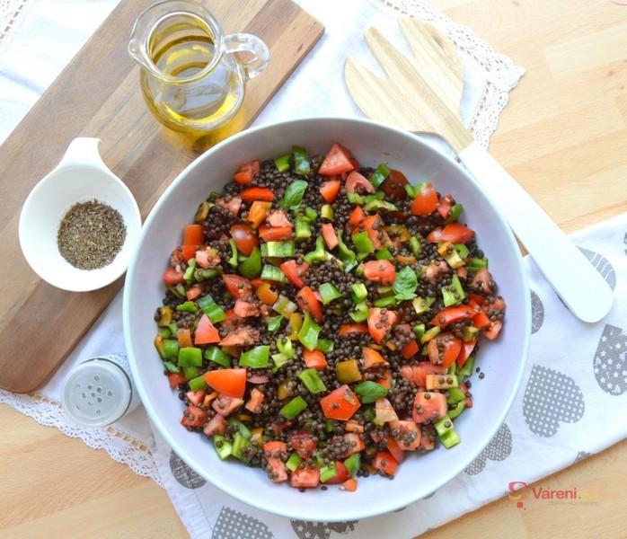 Pestrý salát z černé čočky