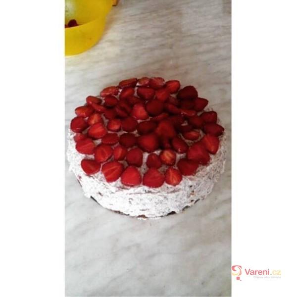 Jahodový dort s čokoládovým krémem