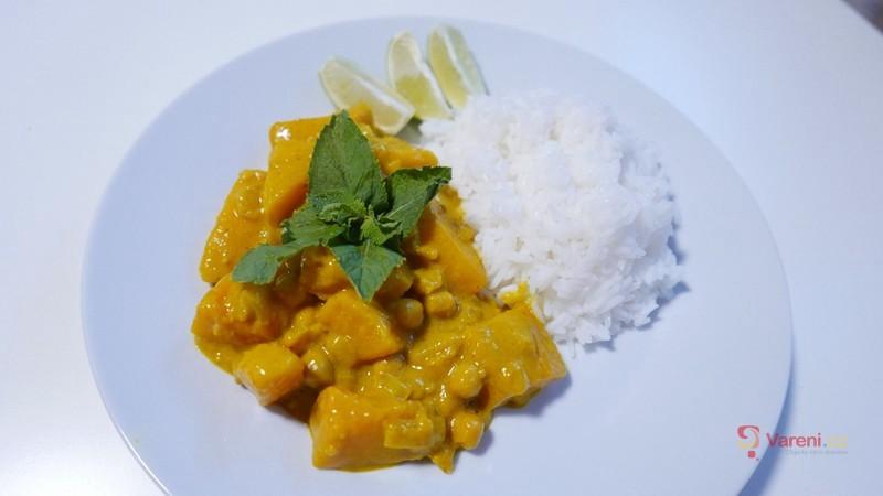 Dýňové kari s cizrnou a rýží