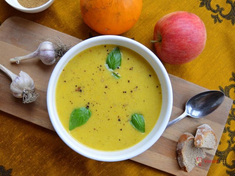Dýňová polévka po indicku