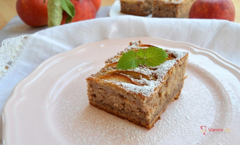 Jablečný jogurtový koláč