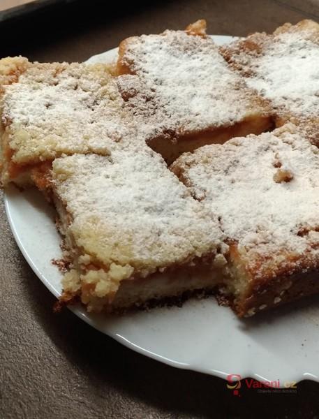 Hrnkový jablkový koláč s drobenkou