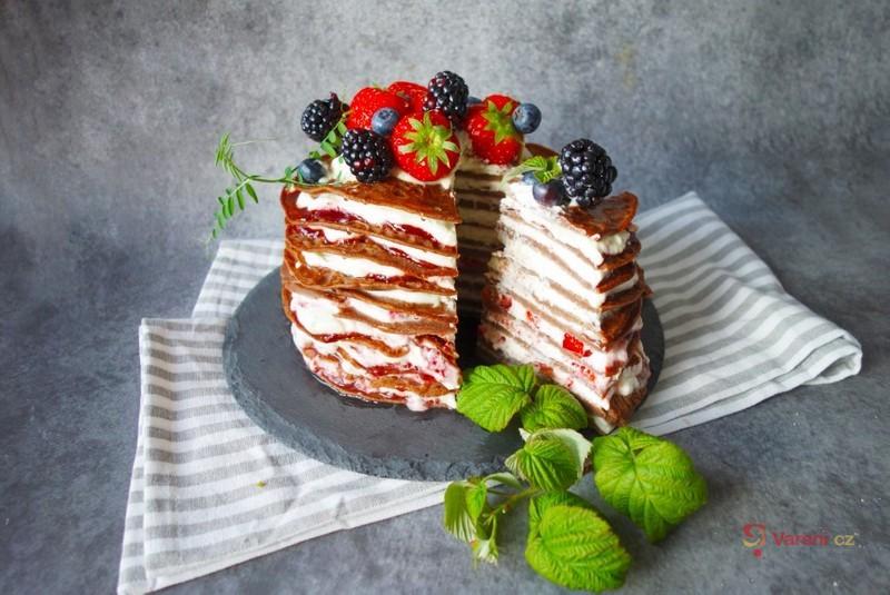 Palačinkový dort s ovocem
