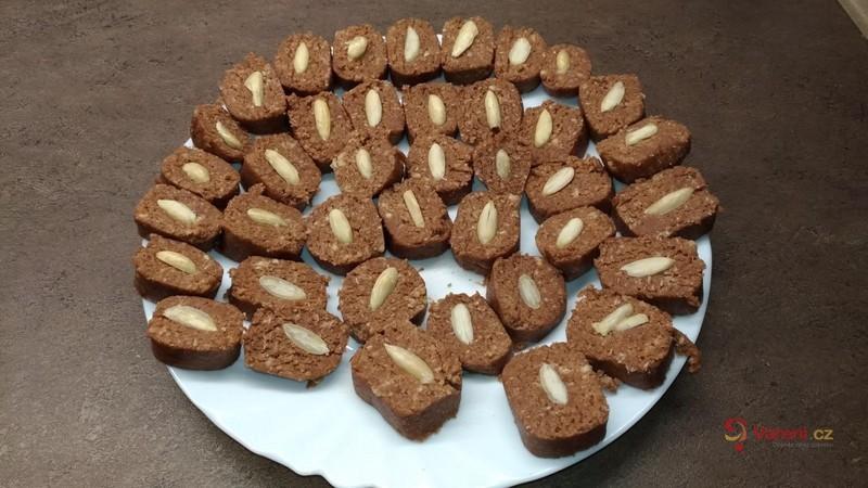 Kakaový salám s mandličkou
