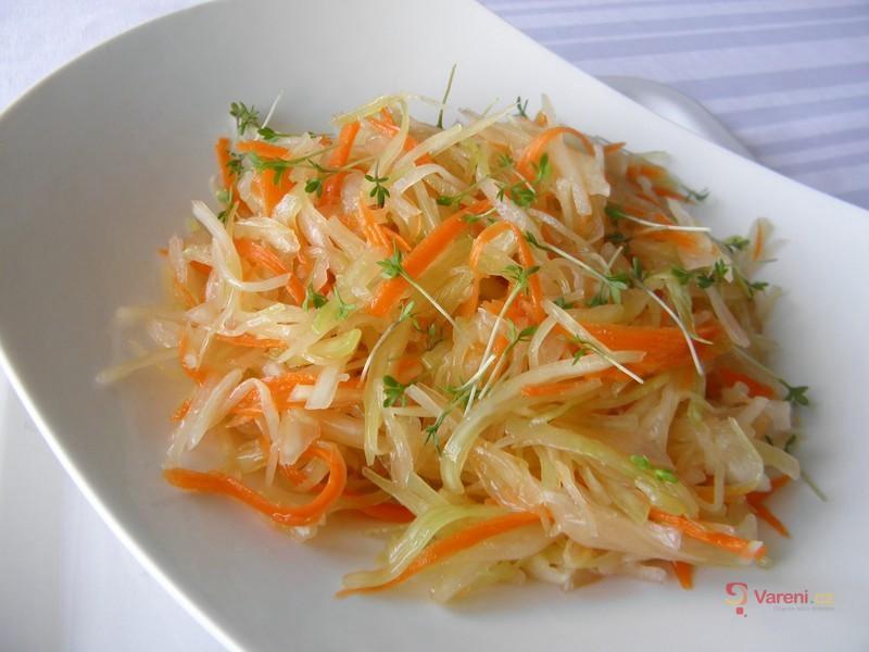 Zelný salát s karotkou a řeřichou