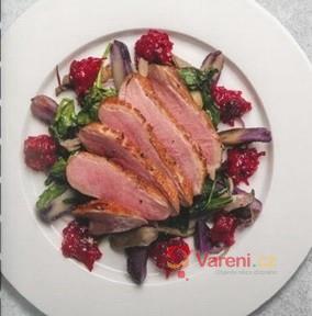 Kachní prsíčka s brusinkami, hlívou ústřičnou a fialovými bramborami
