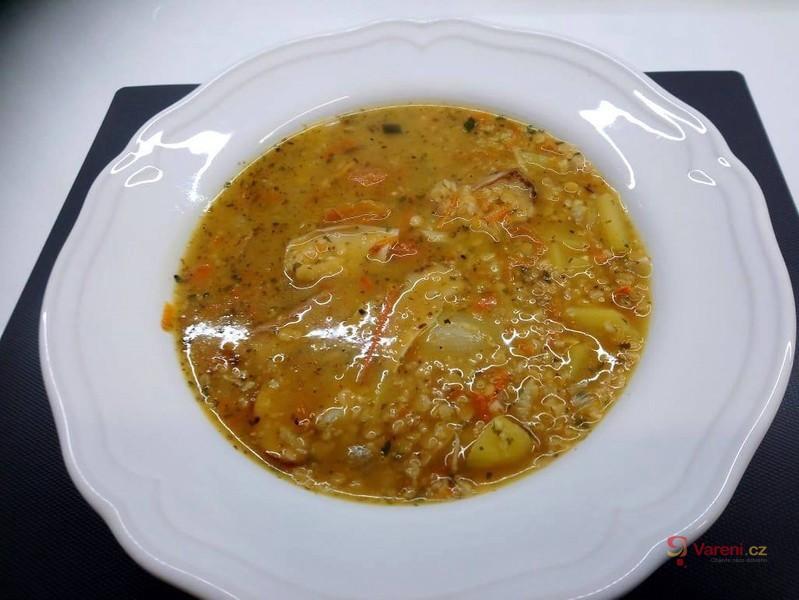Zeleninová polévka s luštěninou a ovesnými vločkami