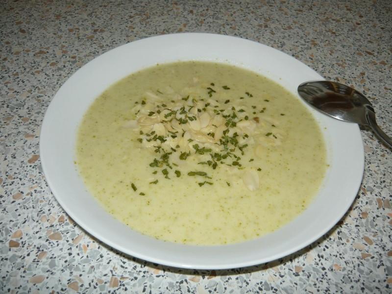 Jemná sýrovo-brokolicová polévka
