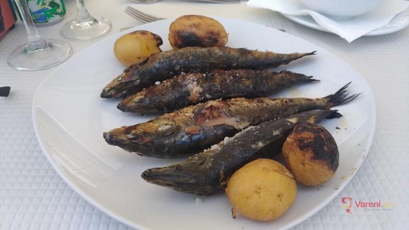 Grilované sardinky s česnekem