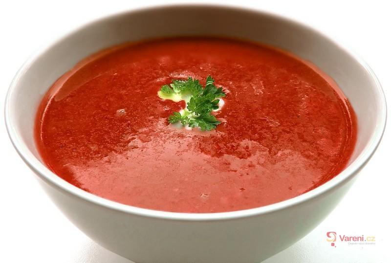Dietní rajčatová polévka s mozzarellou
