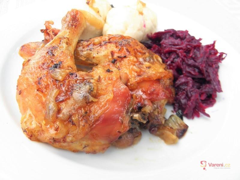 Pečená kuřecí stehna s červenou řepou