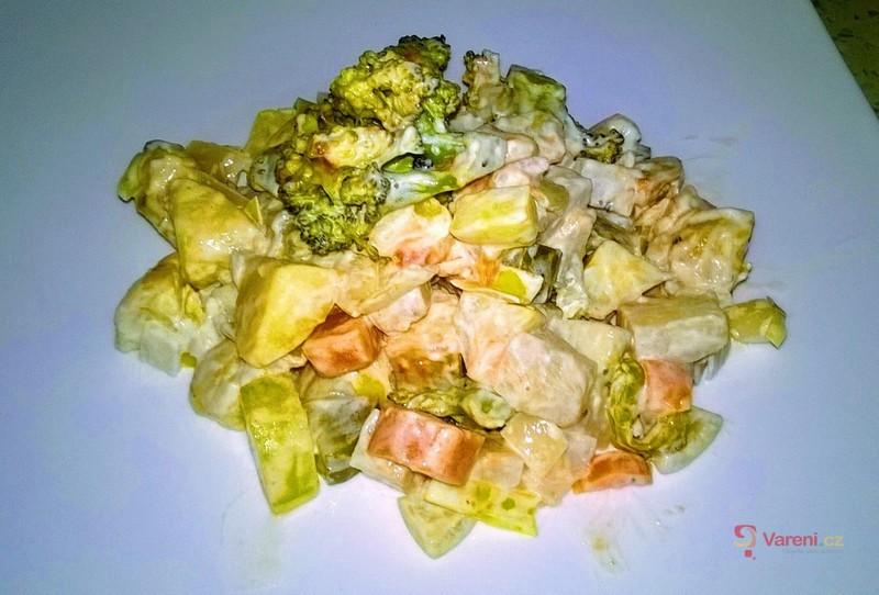 Fresh bramborový salát s brokolicí