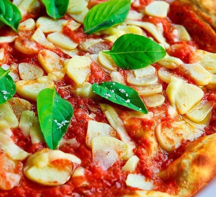 Jednoduché těsto na domácí pizzu