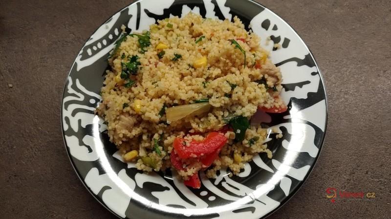 Rychlý kuskusový salát se zeleninou