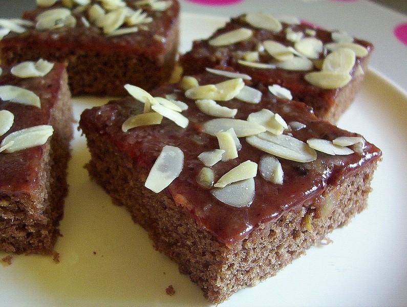 Kakový koláč s polevou