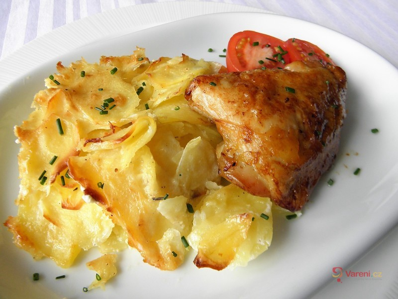 Gratinované brambory s česnekem a tymiánem