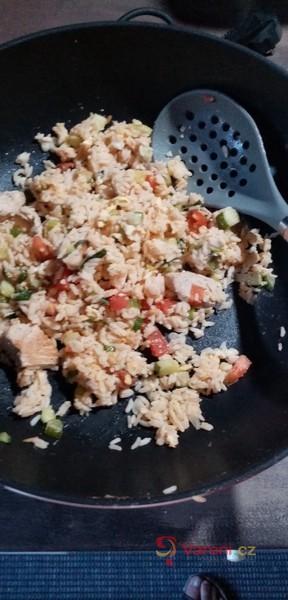 Kuřecí maso na WOKU s rýží a zeleninou