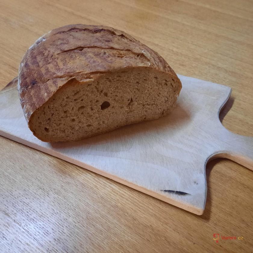Domácí cibulový chléb z trouby
