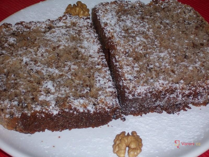 Ořechová buchta s čokoládou z domácí pekárny