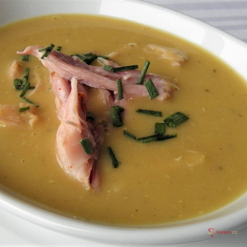 Krémová polévka z červené čočky s uzeným masem